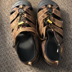 Excellent used women's size 5 keen sandals